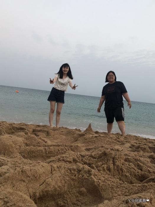 海邊堆沙堡