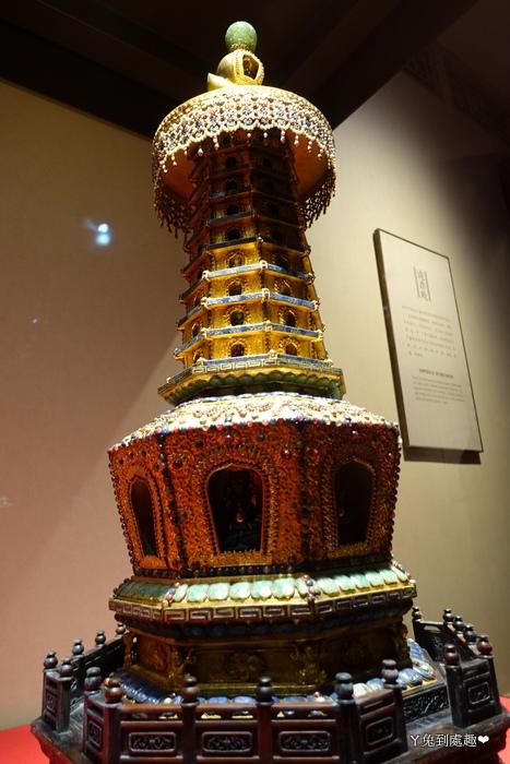 金嵌寶石八角塔