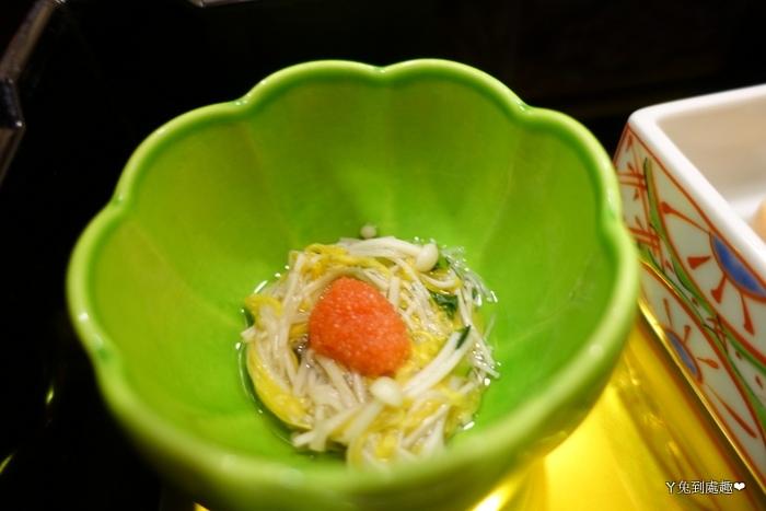 金針菇搭配蝦卵