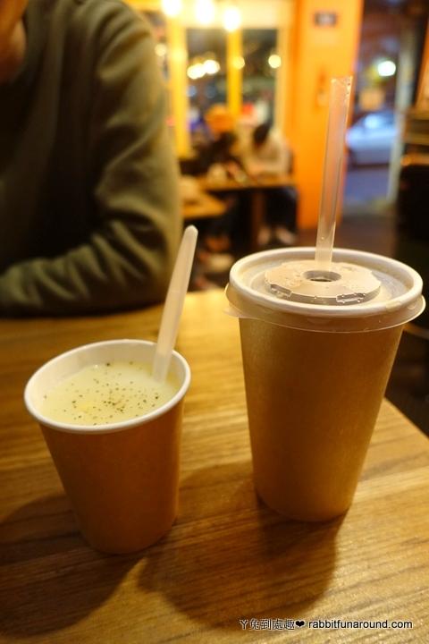 玉米濃湯、鳳梨紅茶